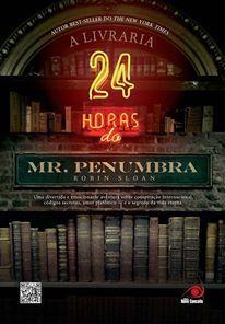 """A Livraria 24 horas do Mr. Penumbra """"A recessão econômica obriga Clay Jannon, um web-designer desempregado, a aceitar trabalho em uma livraria 24 horas. A livraria do Mr. Penumbra — um homenzinho estranho com cara de gnomo. Tão singular quanto seu proprietário é a livraria onde só um pequeno grupo de clientes aparece. (...)"""