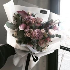 Katalk ID vanessflower52 #vanessflower #vaness #flower #florist #flowershop #handtied #flowergram #flowerlesson #flowerclass #바네스 #플라워 #바네스플라워 #플라워카페 #플로리스트 #꽃다발 #원데이클래스 #플로리스트학원 #화훼장식기능사 #플라워레슨 #플라워아카데미 #꽃스타그램 . . . #꽃선물 #핸드타이드 . . 세상에 많은 로맨틱 가이들은 꽃일 하면서 다보는거같군  좋은선물 되셨기를