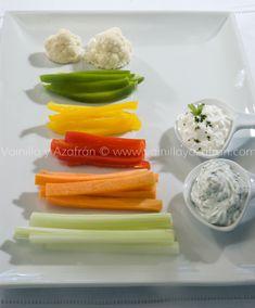 Crudités de vegetales para mantener la dieta: la crema es deliciosa/ Fresh veggies  with a delicious dip to keep you fit