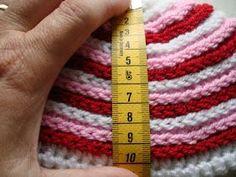 Bit of Color: Hoe haak je een passende muts! Crochet For Kids, Diy Crochet, Crochet Shawl, Crochet Baby, Diy Hat, Newborn Crochet, Newborn Outfits, Ear Warmers, Knitting Stitches
