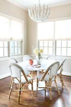 Illuminated by a glossy white leaves chandelier, an Oval Saarinen Dining Table is surrounded by Serena Dining Room Lamps, Dining Room Lighting, Dining Room Design, Wall Lamps, Dining Rooms, Dining Area, Saarinen Tisch, Saarinen Table, Mid Century Modern Dining Room