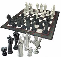 Detailed miniature re-creation of the Final Challenge Chess Set as see in the movie Harry Potter and the Sorcerer's Stone. Classic chess with Harry Potter Wizard pieces. Harry Potter Film, Harry Potter Chess Set, Objet Harry Potter, Cumpleaños Harry Potter, Harry Potter Merchandise, Harry Potter Birthday, Slytherin, Hogwarts, Cadeau Harry Potter