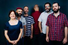 """A cantora Ná Ozzetti e a banda Passo Torto fazem dois show de lançamento de um disco que criado no projeto """"Ocupação: Música"""", do Sesc Santo Amaro."""