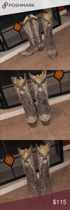 Women country boots Only worn a couple of times corral botts Shoes