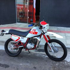 Dt Yamaha, Scrambler Motorcycle, Bike Ideas, Dirt Bikes, Bikers, Motocross, Nasa, Vehicles, Leather