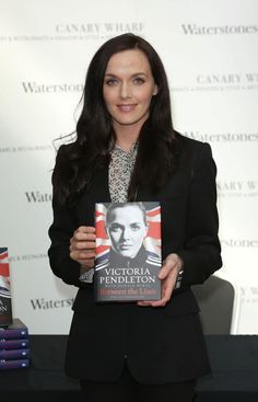 British cycling legend Victoria Pendleton with autobiography Cycling Art, Road Cycling, Victoria Pendleton, Bicycle Art, Bike Stuff, Olympians, Female Athletes, Olympic Games, Catwoman