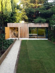 Maisonette The post. Maisonette appeared first . small house The post. Maisonette appeared first on Arbeitszimmer Diy. Arch House, Backyard Studio, Garden Studio, Backyard House, Back Gardens, Outdoor Gardens, Outdoor Sheds, Small Gardens, Amazing Gardens