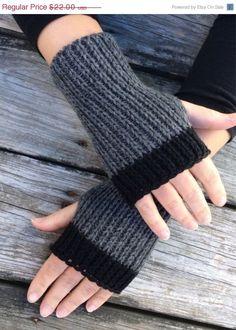 Womens Fingerless Gloves Hand Warmers Fingerless gloves Knit Gloves Wrist Warmers Texting Gloves Grey and black Fingerless Gloves Crochet Pattern, Fingerless Mittens, Knit Mittens, Knitted Gloves, Loom Knitting, Hand Knitting, Knitting Patterns, Wrist Warmers, Crochet Accessories