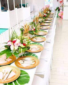 Luau Theme Party, Hawaiian Party Decorations, Tropical Wedding Centerpieces, Luau Table Decorations, Hawaiian Wedding Themes, Tiki Party, Beach Party, Party Favors, Luau Wedding