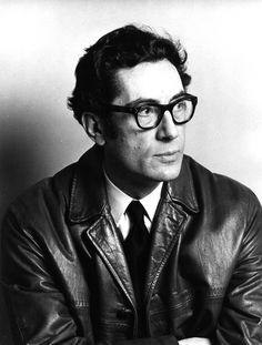 Joan Ferraté i Soler va néixer a Reus l'any 1924 i va morir a Barcelona l'any 2003. Va ser un crític i traductor català, germà del poeta Gabriel Ferrater i fill de Ricard Ferraté Gili.