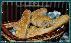 Ce si cum mai gatim: Placinta cu carne - κρεατόπιτα Sausage, French Toast, Cooking Recipes, Meat, Breakfast, Food, Morning Coffee, Sausages, Chef Recipes