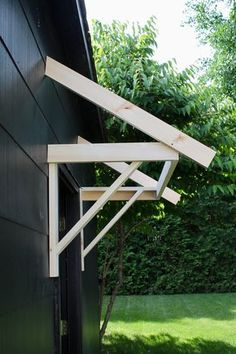 Brackets to show how to make a portico DIY Porch Awning, Diy Awning, Metal Awning, House Awnings, Window Awnings, Home Exterior Makeover, Exterior Remodel, Outdoor Projects, Home Projects
