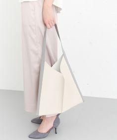 【ZOZOTOWN 送料無料】KBF+(ケービーエフプラス)のショルダーバッグ「KBF+ バイカラー変形トートBAG」(KP74-2AT001)を購入できます。 Bucket Bag, Tote Bag, Bags, Handbags, Pouch Bag, Carry Bag, Taschen, Tote Bags, Purse