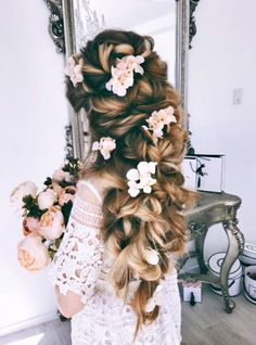 This jaw-droppingly beautiful bridal hairdo by Ulyana Aster is like a fairy tale come true! » Praise Wedding Community