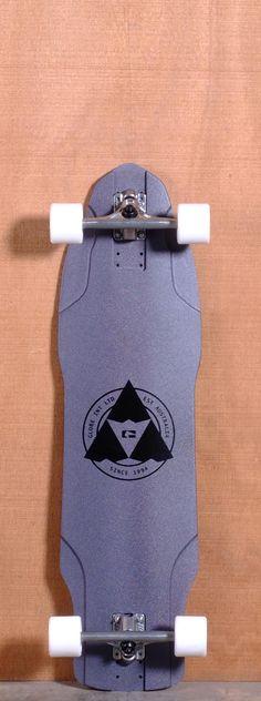 Globe The Maiden Longboard Complete - Black Metal Board Skateboard, Skateboard Decks, Long Skate, Skate Surf, Longboarding, Parkour, Concave, Skateboards, Snowboard