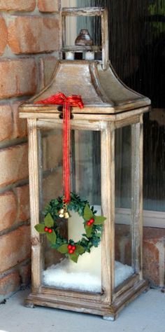 52 Inspiring Rustic Christmas Lantern Ideas for Your Porch Decoration - Dailypatio Lantern Christmas Decor, Christmas Porch, Merry Little Christmas, Noel Christmas, Country Christmas, Outdoor Christmas, Christmas Projects, Winter Christmas, Vintage Christmas