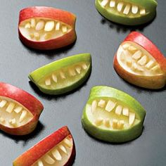 A few cute Halloween recipes on this link. Makes me want to have a Halloween party. Teeth Made Out of Apples Halloween Recipe Soirée Halloween, Halloween Apples, Halloween Food For Party, Halloween Buffet, Zombie Party, Halloween Appetizers, Halloween Decorations, Halloween Breakfast, Breakfast Kids