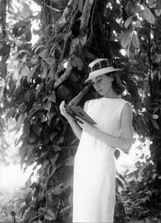 Audrey HepburnReading. Belgian Congo.© Leo Fuchs 1959.