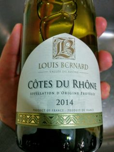 White CDR, nothing surprising here. A little glass for the cook, and the rest to braise a piece of porc. #CôtesduRhône