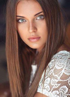 Most Beautiful Eyes Of Girls Most Beautiful Eyes, Stunning Eyes, Beautiful Women Tumblr, Girl Face, Woman Face, Brunette Beauty, Hair Beauty, Brunette Models, Brunette Girl