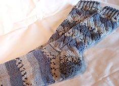 Sockenfleißig war ich auch in diesem Sommer. Sommer-Socken mit Baumwolle die ersten in blau-weiß für meine Tochter das Muster sieht ...
