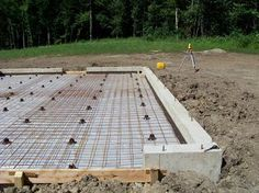 Pouring a concrete foundation and pex radiant heat slab Pouring Concrete Slab, Concrete Cement, Concrete Projects, Building A Shed, Building A New Home, Concrete Slab Foundation, Cinder Block Foundation, Concrete Garages, House Foundation
