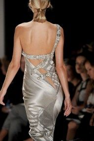 Carolina Herrera 2012...Wow!  What a dress...little low in the back for me but so pretty and full of glamour!