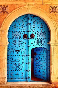The amount of beauty and art that resides in the Middle East is extraordinary. From natural beauties to Islamic Art, the Middle East is the kind of place that fascinates you with every little detail. Wherever you go in the Middle East, you will come across beautiful details in the most random of objects. Doors …