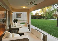 Más info y fotos en wwww. Modern Villa Design, Modern Exterior House Designs, Dream House Exterior, Exterior Design, House Front Design, House With Porch, Waterfront Homes, Facade House, House Goals