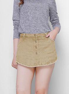 Quần short jeans nữ đính nút giả váy