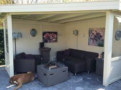 Een veranda gemaakt van Douglas hout. Douglas hout is onbewerkt hout en kan makkelijk geschilderd kunnen worden in willekeurig kleur.