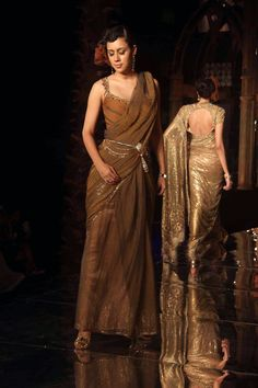 Tarun Tahiliani Collection | Aamby Valley India Bridal Week 2011, Grand Finale