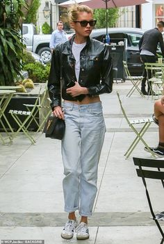 Stella Maxwell showcases her lean abs in low-slung trousers as she makes her way to the hair salon Stella Maxwell, Vs Models, Models Off Duty, Design Thinking, Nine Zero One Salon, Sleek Updo, Model Street Style, Design Studio, Celebs