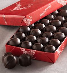 #FMChocolates Vanilla Buttercreams- Dark Chocolate in Reindeer Wrap $24.99