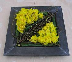 Rozen bezorgen bloemstuk kleur en sfeer bij het bloemschikken van een strak bloemstuk