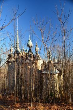 This Hidden, Abandoned Castle In North Carolina Has A Mysterious Past - Abandoned Places That Are Cool! Abandoned Buildings, Abandoned Property, Abandoned Castles, Abandoned Mansions, Old Buildings, Abandoned Places, Site Archéologique, Haunted Places, Adventure Is Out There