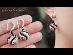 Spiral ball earrings. How to make beaded beads - YouTube Seed Bead Jewelry, Bead Jewellery, Seed Bead Earrings, Hoop Earrings, Beaded Earrings Patterns, Beading Patterns, Bead Loom Bracelets, Earring Tutorial, How To Make Beads