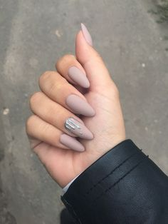 Nude Nails: 30 Nude Color Nail designs From minimalistic matte manicures to unique metallic, beaded nude nail art, we've gathered 30 of or favorite most beautiful nude nail designs for inspiration. Nude Nails, Matte Nails, Stiletto Nails, Nail Manicure, My Nails, Silver Nails, Nail Polish, Acrylic Nails Almond Matte, Shiny Nails