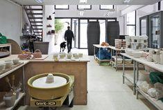 Der Keramiker Julian Stair und die Silberschmiedin Simone ten Hompel zeigen in einer Doppelausstellung Arbeiten in der Galerie Rosemarie Jäger in Hochheim.