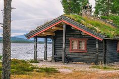 Spar penger ved å gjøre hytta vinterklar Cabin, House Styles, Home Decor, Decoration Home, Room Decor, Cabins, Cottage, Interior Design, Home Interiors