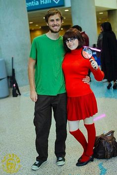 Hallowen Costume Couples Here are some Halloween costume ideas for couples that won't take a ridiculous amount of time or expense to put together. Funny Couple Halloween Costumes, Funny Halloween Costumes, Diy Halloween Costumes, Cool Costumes, Homemade Halloween, Group Costumes, Couple Costume Ideas, Disney Couple Costumes, Partner Costumes