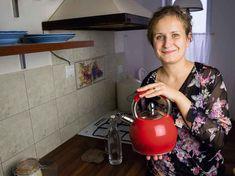 Jak naturalnie usunąć kamień z czajnika? Zielony Zagonek Kettle, Coffee Maker, Kitchen Appliances, Health, Diy, Fitness, Coffee Maker Machine, Diy Kitchen Appliances, Tea Pot