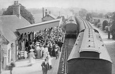 "Witney Station in the Edwardian era. Waiting to board the excursion train. I love the ""everyday-ness"" about this photo! Witney Oxfordshire, Old Family Photos, Edwardian Era, Victorian, Great Western, Local History, Black And White, World, Places"