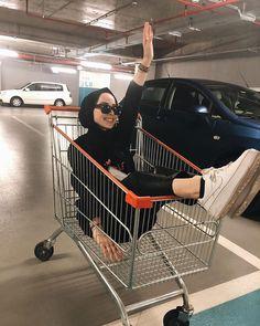 ✔ Cute Photos For Teens Life Modern Hijab Fashion, Workwear Fashion, Muslim Fashion, Cute Teen Outfits, Modest Outfits, Outfits For Teens, Casual Hijab Outfit, Hijab Chic, Stylish Hijab