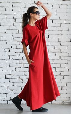 Red maxi dress with short sleeves  Gorgeous dress perfect for a casual street look and every day wear. Super comfy and easy to wear, this…