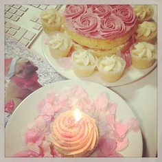 It's our social media queens birthday! All in pink of course. #topshop #topshophq
