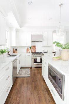 IF YOU FORESEE A KITCHEN PROJECT IN YOUR FUTURE, HERE ARE SOME TIPS ON HOW TO DESIGN A KITCHEN SO YOU KNOW JUST WHERE TO START. #kitchen #kitchendesign #whitekitchen #home #homedecor #kitchendecor #kitchenremodel Kitchen Layout, Kitchen Design, Kitchen Decor, Minimalist House Design, Minimalist Home, Major Kitchen Appliances, Kitchen Cabinets, Small Sink, Small Cabinet