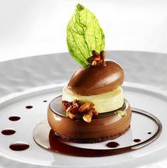 Gourmet Desserts, Fancy Desserts, Plated Desserts, Just Desserts, Gourmet Recipes, Delicious Desserts, Dessert Recipes, Weight Watcher Desserts, Dessert Presentation