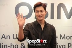 lee-min-ho-attends-fan-meet-greet-session-with-osim-udiva-in-malaysia-sept-28-2014-photos.jpg (600×400)
