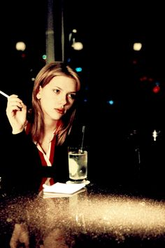 Lost in Translation - 2003  http://youtu.be/GoSL8fjRM7g D´autres activités: http://eduscol.education.fr/bd/urtic/lv/index.php?commande=aper&id=539